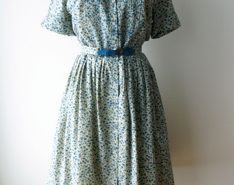 Vintage 1950's Dress Medium/Blue Cotton Floral Swing Dress/1950's Swing Dress Medium/50's Blue Cotton Floral Full Skirt Swing Dress/Medium