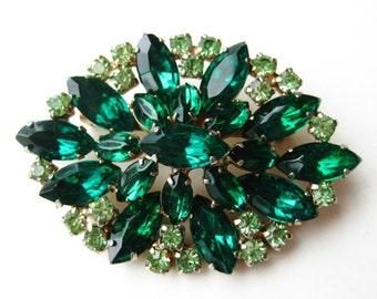 Vintage 50s Emerald Green Jeweled Rhinestone Brooch Pin