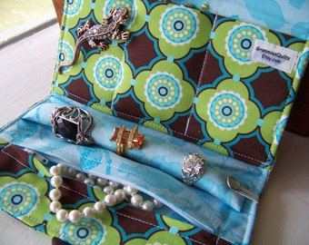 "Travel Jewelry Roll by GrammiesQuiltz in Michael Miller""s ""Flower Doodle"" Fabric"