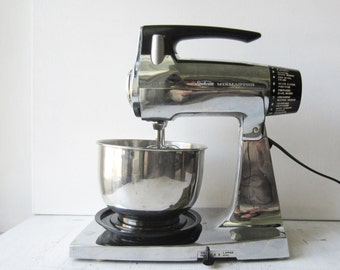 Vintage Chrome Sunbeam Mixmaster 12-Speed Stand Mixer with Stainless Bowl & Beaters - Works Great