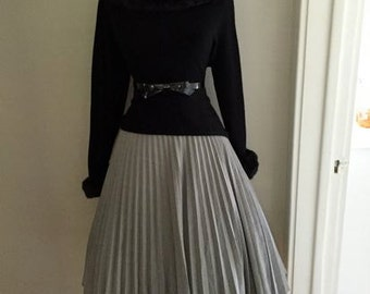 VINTAGE 1960s Gray Accordion Style Lucy Pinup Pleated Full Skirt