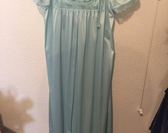 Nightgown long new short sleeve large/green/lace trim by Bernette
