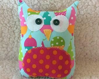 Ollie the owlet - stuffed owl - Aqua with ice cream cones