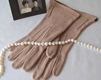 Vintage Gloves Tan Cotton Gloves Chocolate Brown Edge Ladies Gloves Size 6 1/2 Vintage 1960s