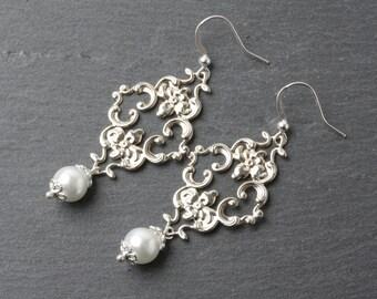 Chandelier earrrings, white pearl earrings, Bridesmaid earrings, wedding earrings, Chandelier Dangles, victorian earrings, vintage style