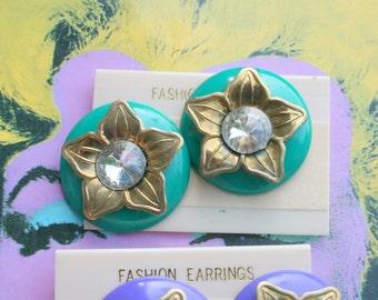 Vintage DISCO MOD Retro Earrings...blue. swirl. 80s glam. retro. colorful. party. glam. geometric. paint. mod. green. flower. blue. twiggy