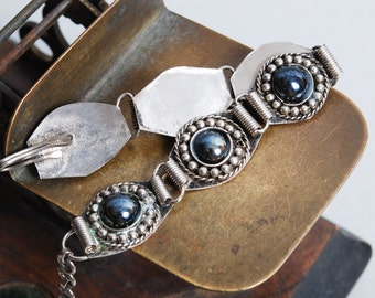 Vintage metal bracelet, with glass stones