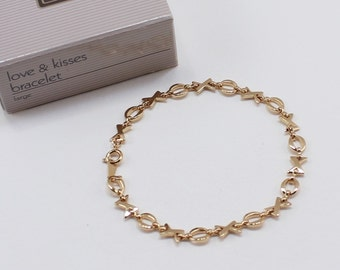 Vintage 1991 Avon SIZE LARGE Love and Kisses Goldtone Gold Tone X and O Link Traditional Cottage Chic Bracelet in Original Box NIB
