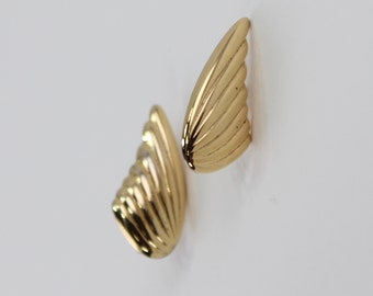 Vintage Signed Napier Wing Fan Flared Gold Tone Polished Glossy Goldtone Minimalist Traditional Preppy Clip On Earrings