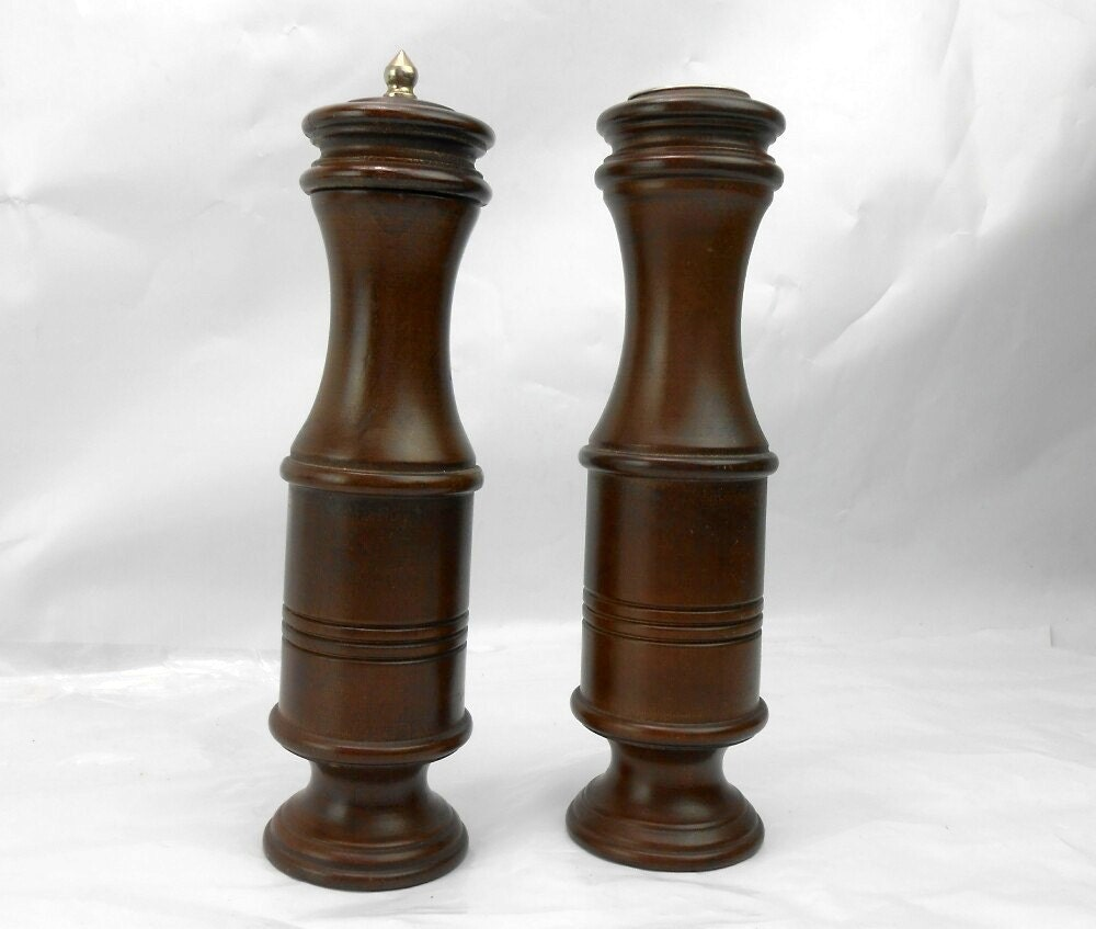 vintage wood salt and pepper grinder vintage wood salt and. Black Bedroom Furniture Sets. Home Design Ideas