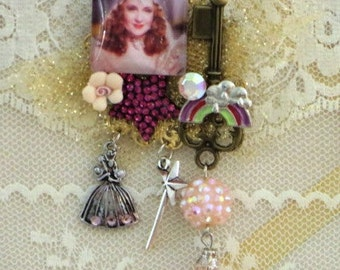 Wizard of OZ Brooch - GLINDA Pin - Over the Rainbow - Glam