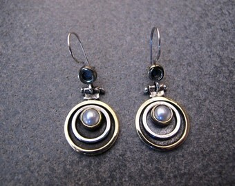 Round Shaped Sterling Silver And 8 carats Gold Earrings with Pearl