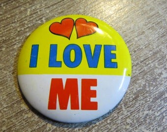 "Vintage 1960's Tin Metal Funny Pin Pinback Button That Reads ""I Love ME """