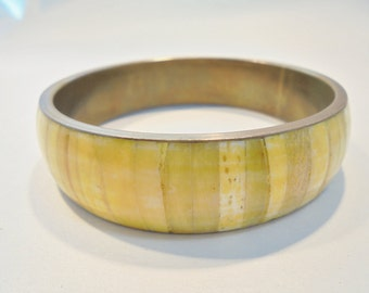 Vintage Spiny Oyster Shell Brass Bangle Bracelet Inlaid Yellow Retro Boho 1970's Tribal Native Abstract Runway