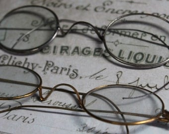 1 Antique Pair of Wire Spectacles