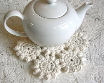 Off White Crochet Hot Pad - Ecru Crochet Trivet - Crochet Potholder - Crochet Mat - Cottage Decor Hotpad