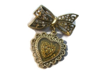 Green and patina gold filigree heart and bow dangling brooch. 2 inches. in 1928 style