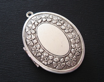 Large Oval Floral Edge Photo Locket Ox Silver Brass  Pendant.