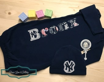 New York Yankees Baby Personalized Baby Gown and Hat Set, Baby Yankees, Personalized Baby Boy, Newborn Gown, Baseball Baby, NY Yankees