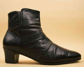 90s Vtg Black Genuine Leather Comfort Ankle Boot / Low Chunky Platform Heel / Granny Witch Goth 11 Wide 11.5 Euro 43 44