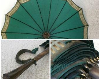 Vintage Umbrella Horn Handle Emerald Green Bakelite Tassel Parasol Bumbershoot