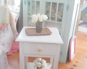 Shabby white table   vintage farmhouse  cottage shabby decor prairie cottage chic