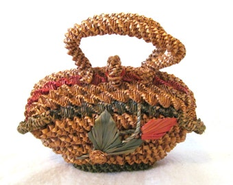 Adorable Vtg '50s Midcentury Raffia Straw Handbag Red and Green Leaf & Flower Design Beach Bag Tropical Vacation Resortwear Purse