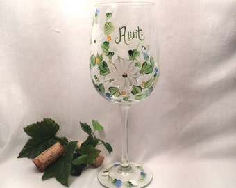 Daisy hand painted personalized wine glass for mom sister aunt friend cousin bridesmaid grandma sister in law niece free shipping