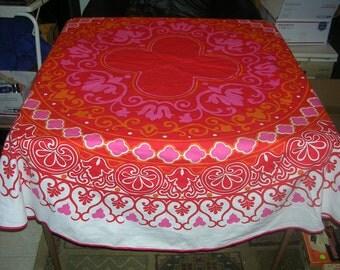 "Vintage Round The Ryans Tablecloth Red White Pink Orange 66"" In Diameter"