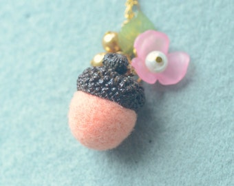 Needle felted acorn necklace, woodland theme acorn and flower necklace, peach color, whimsical jewelry, gift under 15