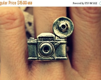 FALL SALE silver camera ring, photography ring, kitsch ring, unique ring, cute ring, vintage style