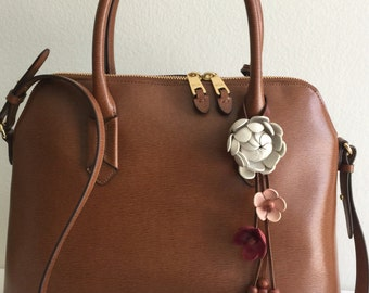 Shimmy's leather flower purse charm and keychain in white