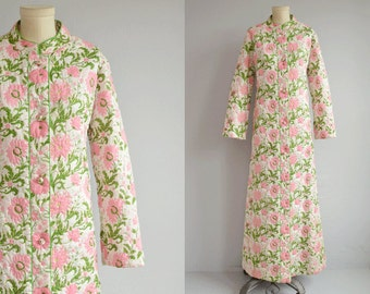 Vintage 1970s Quilted Robe / 70s Preppy Cotton Floral Robe / Bullocks Wilshire