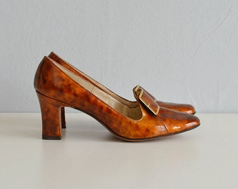 Vintage 60s Shoes / 1960s Mod Amber Patent Leather Block Heel Pumps / Size 7 1/2