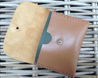Handmade in UK Handstitched leather 2-colour tan Nappa lambskin coin/card purse with green or burnt orange/salmon divider