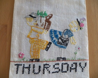 Adorable 1940 Vintage Linen Towel with Embroidered Couple
