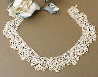 Pretty Vintage Ivory Colored Crochet Trim With Raised Roses