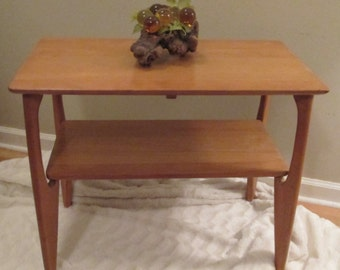 Vintage Heywood Wakefield Side Table/ Lamp Table with Original Wheat Finish