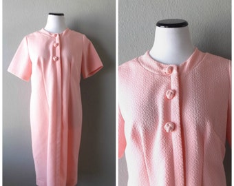 Pink Shift Dress Vintage 60s Short Sleeve Retro Sixties Midi Length Knotted Button Size M/L Medium Large Loose Fitting Preppy Mad Men 1960s
