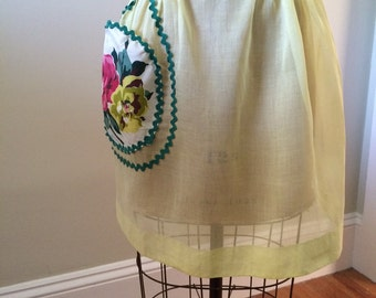 Vintage Yellow Voile Apron / Chintz Floral Patch Pocket Viole Apron / 1950's Formal Luncheon Apron