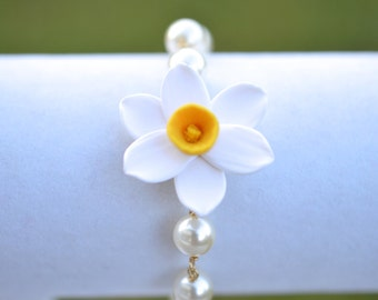 White and Yellow Narcissus Flower Bracelet, White and Yellow Daffodil Link Pearls Bracelet
