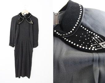 Vintage 1940s Black Velvet Peter Pan Rhinestone Collar Dress / Wiggle / Fitted / Tullip