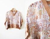 70s Blouse / Egyptian Revival Top / Kimono Blouse / Novelty Print / Bohemian Clothing