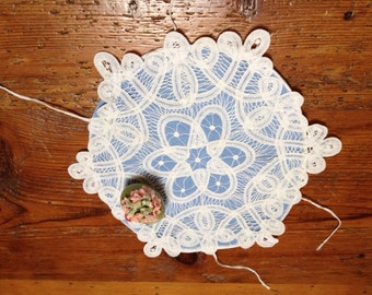 Vintage-Battenburg Lace Round Bun/Roll Holder-Vintage Serving Linen, blue and white lace
