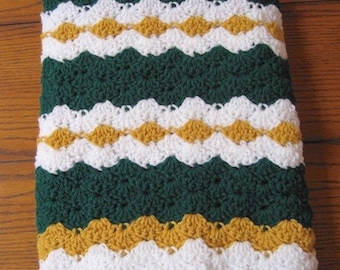 Crocheted Throw Afghan Lap Blanket Shell Ripple Green White Gold