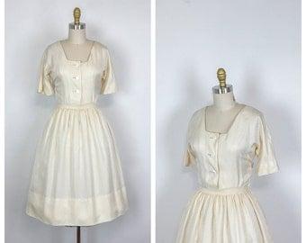 1950s Silk Shirtwaist Fit and Flare Wedding Dress • 50s Casual Short Sleeve Bridal Dress • Knee Length Cocktail Dress • Full Skirt • Small