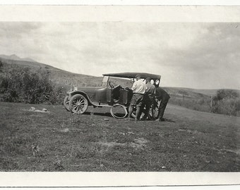Old Photo Men in Field Fixing Car Tire 1920s Photograph Snapshot vintage Automobile