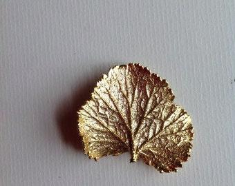 Vintage Decorative Leaf Brooch / Textured  Gold Tone Brooch/ 70s
