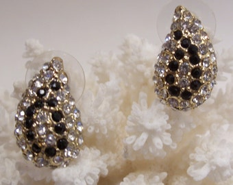 Black and White Rhinestone Pierced Earrings in a Paisley Design