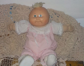 Sweet Baby Cabbage Patch Doll 1982, Cabbage Patch Dolls, Dolls, Vintage Dolls, Cloth Body Dolls, Xavier Roberts doll, Signed Doll,  S